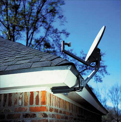 Wooden Soffit Mount | Freeview UHF TV Aerial Installers