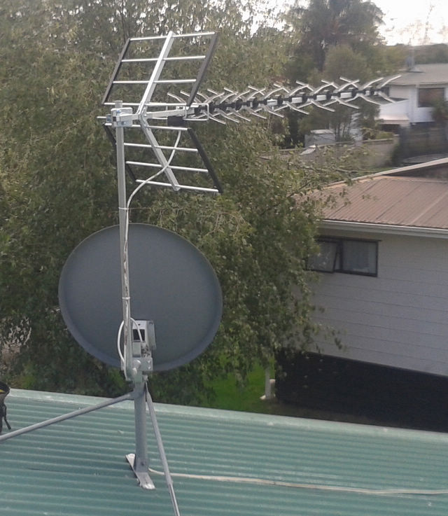 aerial-on-dish-mount.jpg