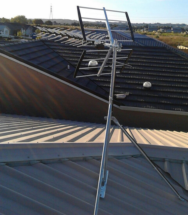 grey-lynn-roof-uhf-installation