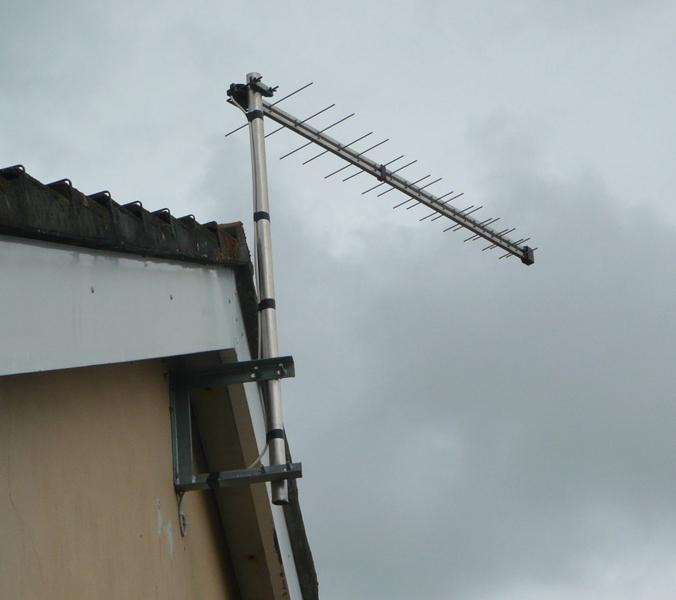 Antenna Install On Ceramic Terracotta Tiled Roof